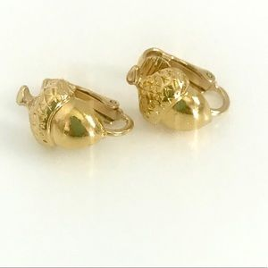 Vintage gold tone acorn clip on earrings